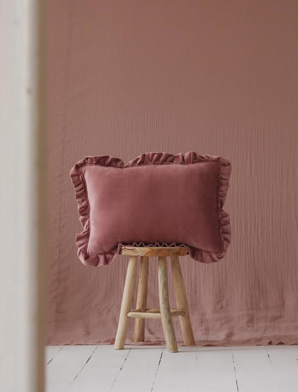 Velvet sierkussen met frills 'Dirty Pink' -MoiMili